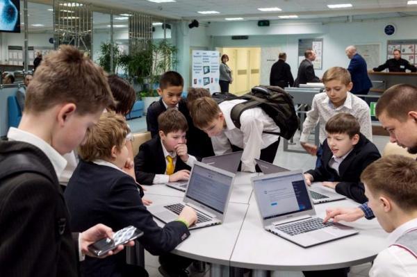 По информатизации школы Москвы сравнялись со школами Нью-Йорка и Гонконга