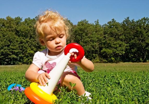 1 год ребенку: что должен уметь