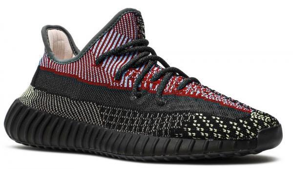 Кроссовки Adidas Yeezy Boost нельзя назвать простой обувью