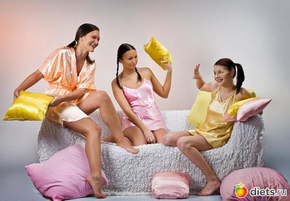 Женская домашняя одежда - пижамы и халаты