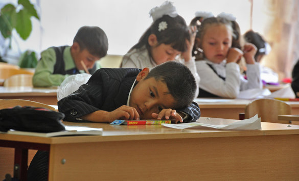 Эксперты предлагают выдавать вид на жительство детям мигрантов