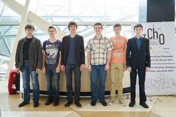 Российские школьники завоевали золото и серебро на Международной химической олимпиаде