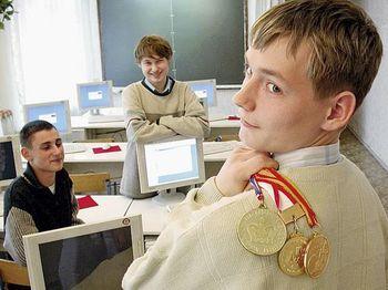 Около 6 миллионов школьников стали участниками олимпиад в 2015 году