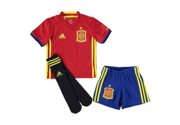 Как выбрать детскую футбольную форму?