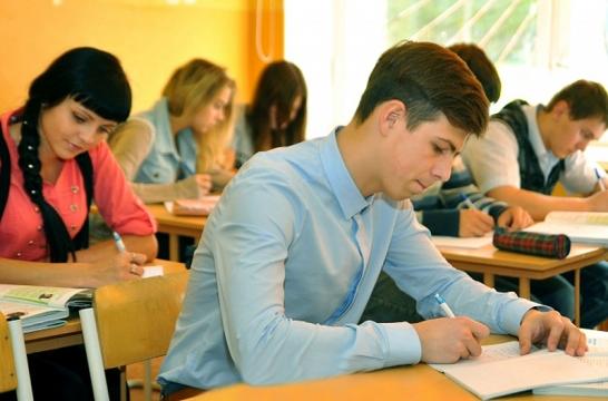 Оценивание итоговых сочинений вскоре ляжет на плечи школ
