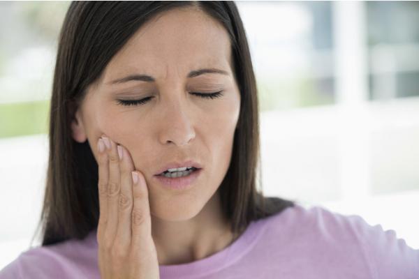 Почему после проведения процедуры могут болеть зубы?