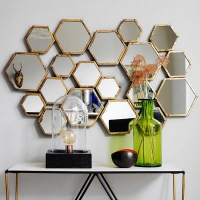 Украсить интерьер зеркалами