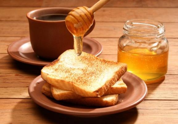 Продукты для лечения организма. Сувениры с мёдом