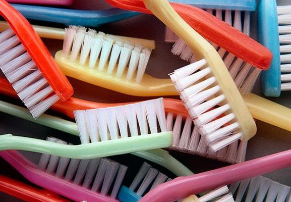 Разнообразие товаров для ухода за зубами и полостью рта
